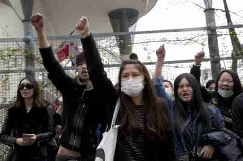 Asian community protests on Tuesday evening in Paris against police killing of Chinese man (AP)