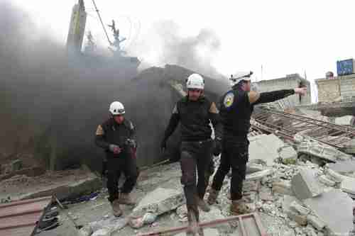 Civil defense team looks for survivors after al-Assad regime airstrike in Idlib. (Anadolu)