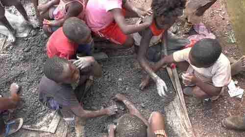 About 40,000 children, some as young as five years old, work as cobalt miners in DR Congo (Sky News)