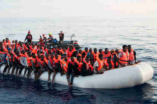 Migrants in the Mediterranean on Thursday (dpa)