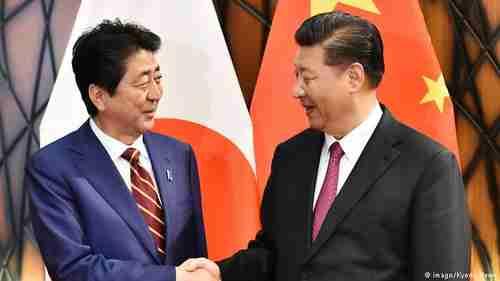 Shinzo Abe and Xi Jinping (Kyodo News)