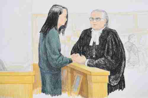 Meng Wanzhou speaks to her lawyer at Tuesday's bail hearing (Toronto Star)
