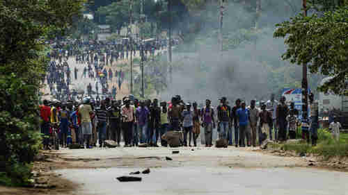 Angry protesters block highway in Zimbabwe (AFP)