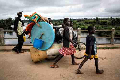 A family flees violence in Kasai province in Democratic Republic of Congo (UNHCR)