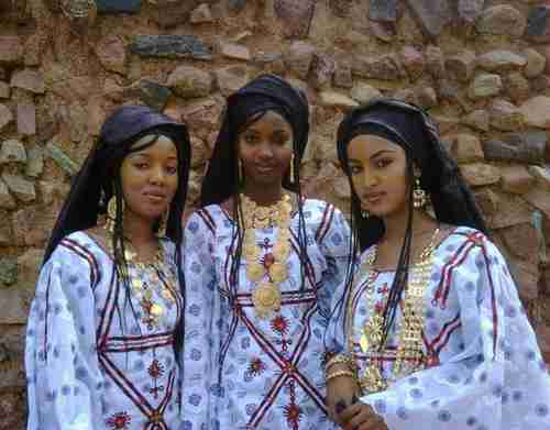 Three Tuareg women in the city of Agadez, Niger, where the new US military drone base will be built (Pinterest)