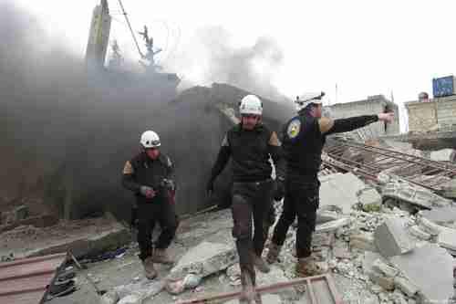 Civil defense team looks for survivors after al-Assad regime airstrike in Idlib. (Anadolu)
