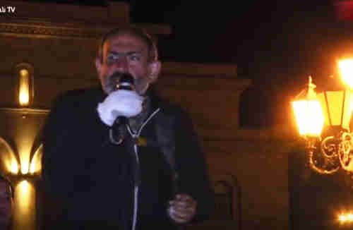 Nikol Pashinyan, late Tuesday evening, calling for his supporters on Wednesday to block buildings and roads. The violence gave him a black eye, and there is some blood on his bandaged right hand. (lragir.am)