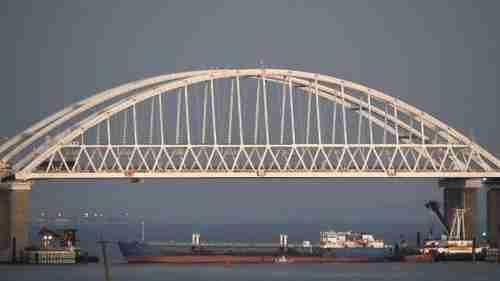 Russia on November 25 blockaded the Sea of Azov with a tanker underneath the Kerch Strait bridge (AP)
